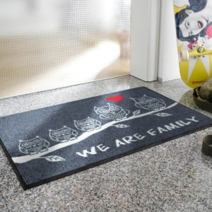 tapis-de-sol-personnalise-maison-entree-we-are-family